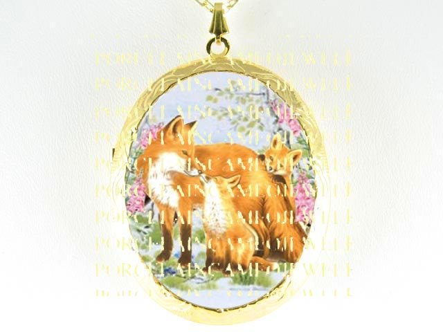 3 FOX FAMILY MOM KISSING BABY *  CAMEO PORCELAIN LOCKET NECKLACE