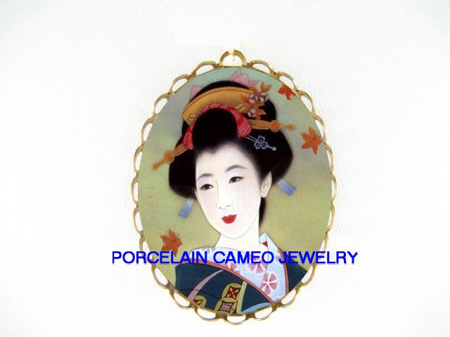 JAPAN GEISHA LADY MAPLE CAMEO PORCELAIN PENDANT/PIN BROOCH
