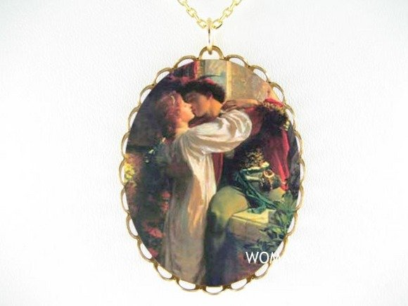 RENAISSANC ROMEO JULIET KISS PORCELAIN CAMEO NECKLACE