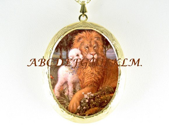 CHRISTIAN LION AND LAMB KISSING PORCELAIN CAMEO LOCKET NECKLACE
