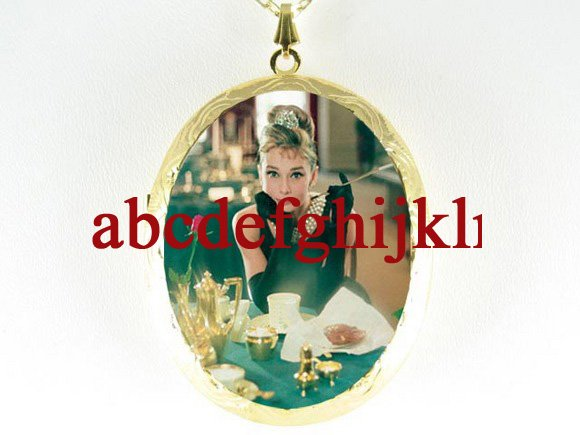 AUDREY HEPBURN BREAKFAST AT TIFFANY CAMEO LOCKET