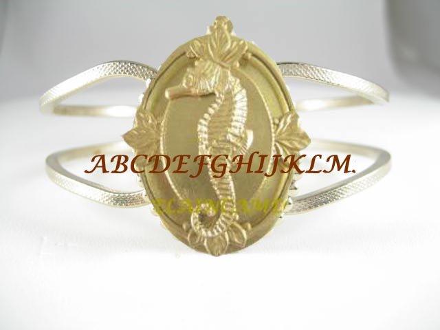 CROWN GOLDEN SEAHORSE HINGED BANGLE VINTAGE BRACELET