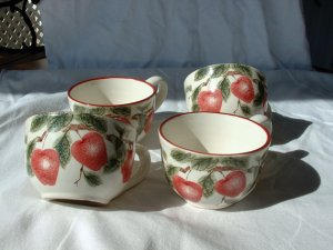 4 Apple decorated Coffee Cups