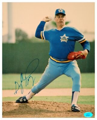 GAYLORD PERRY SIGNED 8X10 PHOTO (ASI)