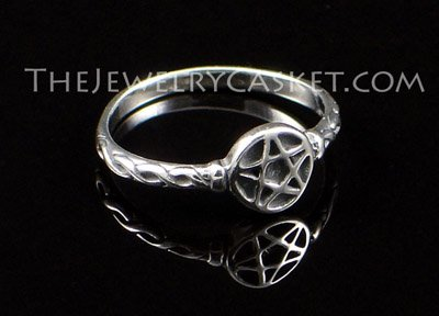 Petite Pentacle Silver Ring ~ Sizes 4 - 8
