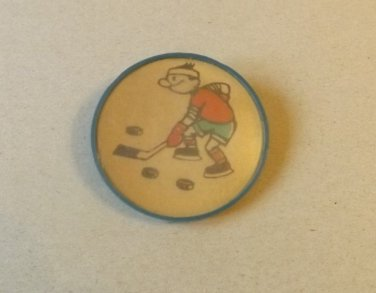 SOVIET UNION CARTOON HOCKEY PLAYER ROUND PIN BADGE
