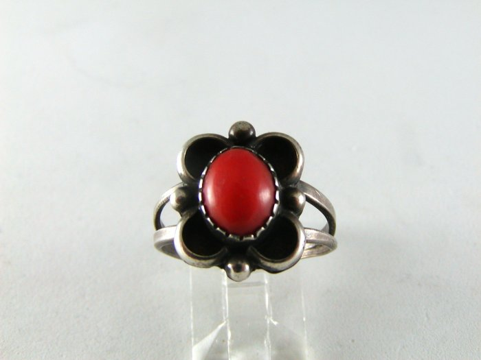 VINTAGE NATIVE AMERICAN NAVAJO STERLING SILVER CORAL RING SZ 8 1/2