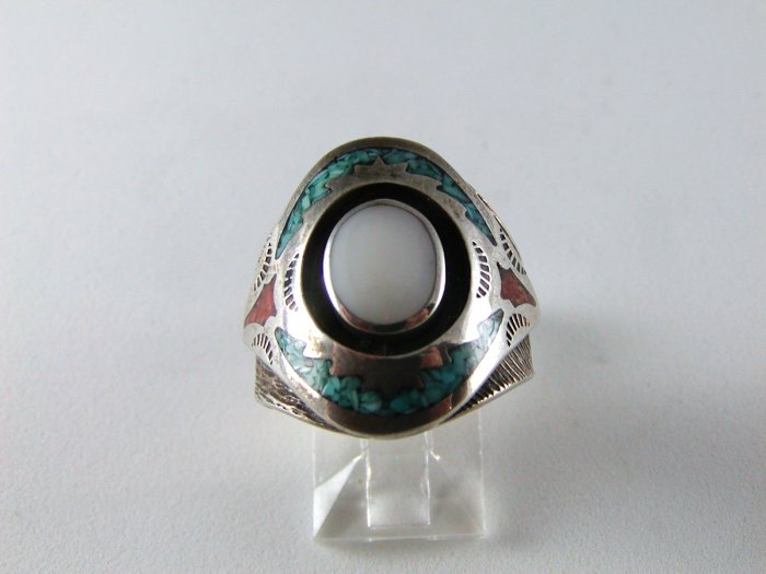 ODD NATIVE AMERICAN STERLING SILVER RING SZ 8 1/4 TURQUOISE MOTHER PEARL