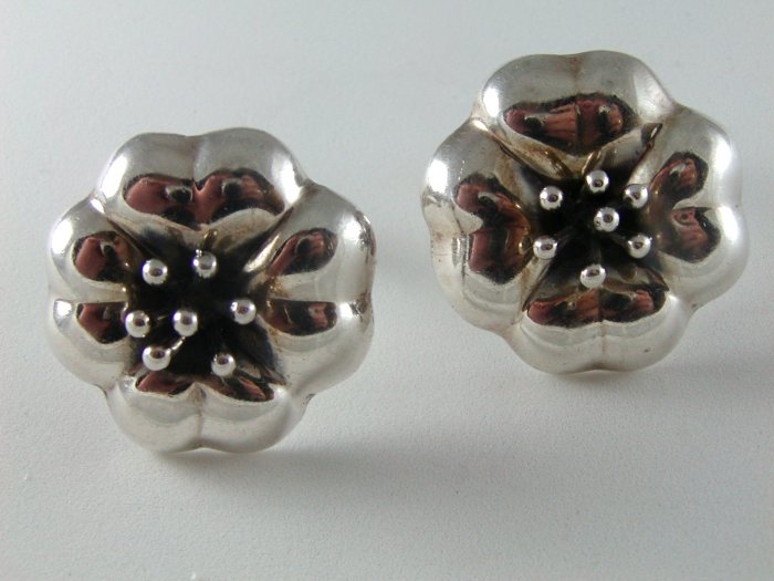 VINTAGE MEXICAN STERLING SILVER CLIP ON EARRINGS DESIGNER SIGNED