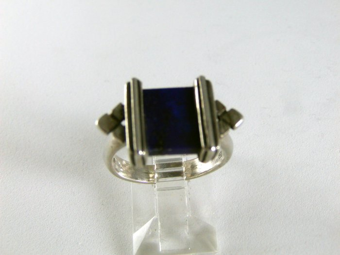 VINTAGE STERLING SILVER AND LAPIS RING SIZE 7