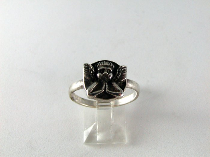 VINTAGE STERLING SILVER ANGEL AT PRAYER RING SIZE 8 3/4