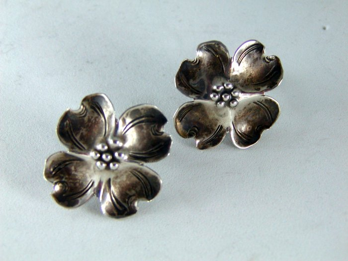 VINTAGE NYE STERLING SILVER DOGWOOD SCREWBACK EARRINGS