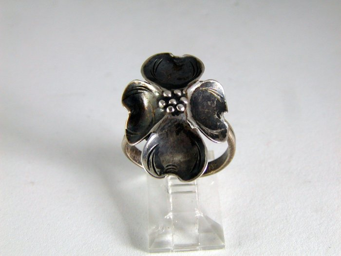 VINTAGE STERLING SILVER DOGWOOD RING SIZE 6 1/2