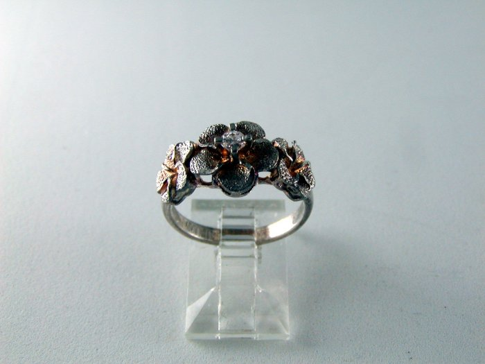 VINTAGE STYLES STERLING SILVER CZ RING SIZE 7