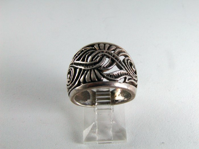 VINTAGE STERLING SILVER RING SIZE 6 1/4