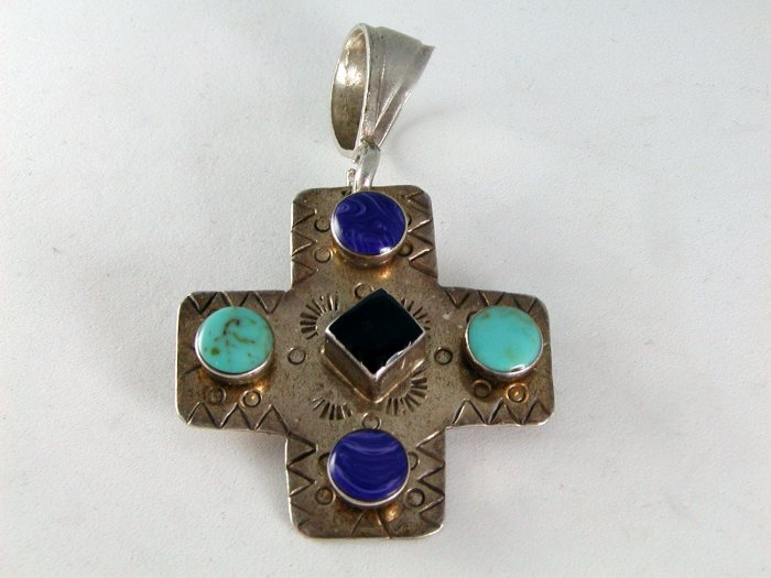 VINTAGE MEXICAN MEXICO STERLING SILVER ONYX CROSS