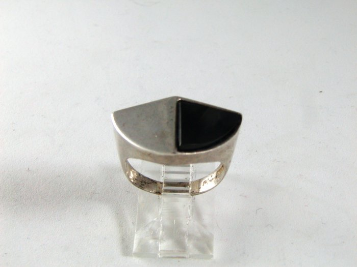STERLING SILVER BLACK ONYX RING SIZE 6 1/2