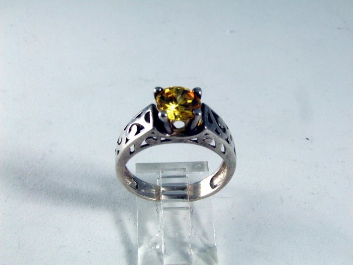 VINTAGE STERLING SILVER SPARKLY CITRINE RING SIZE 7 1/4