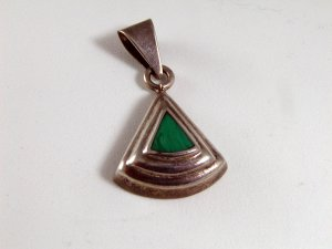 VINTAGE MEXICAN STERLING SILVER MALACHITE PENDANT