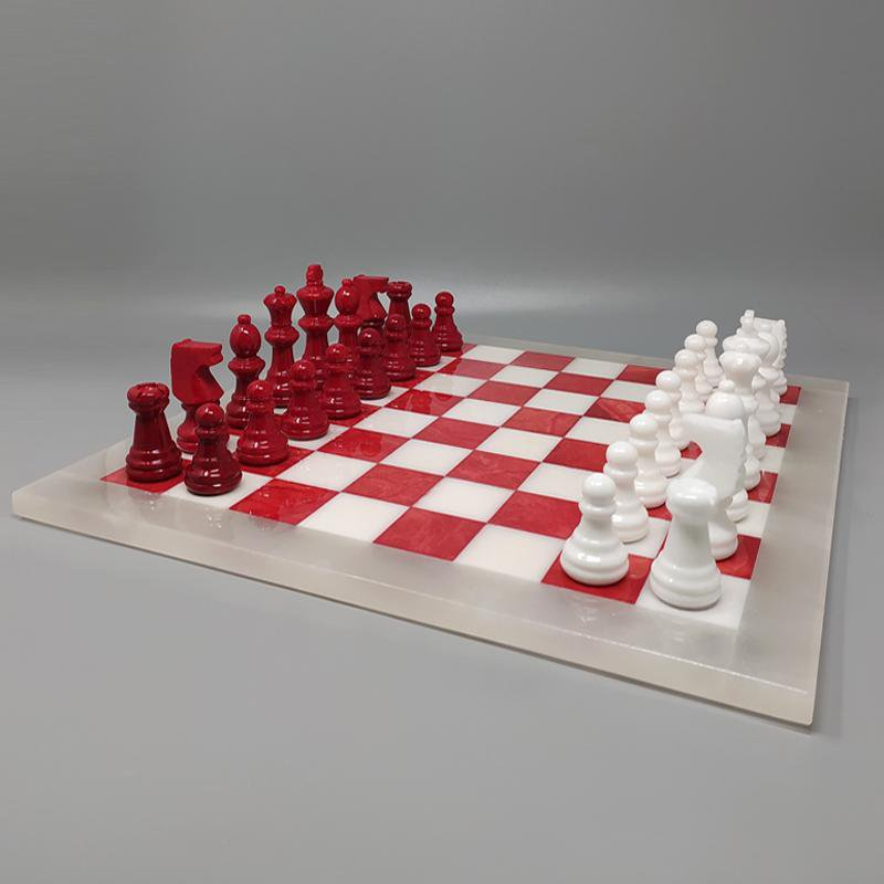 1970s Elegant Red and White Chess Set in Volterra Alabaster Handmade. Made in Italy