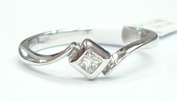 18K White Gold 0.05cts. Diamond Ring