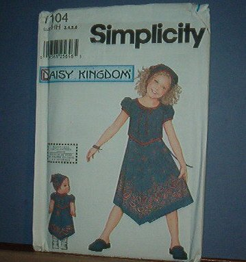 Simplicity Sewing  Pattern Child 7104 Pretty Dress Plus Doll Dress (18 inches) Size 3-6