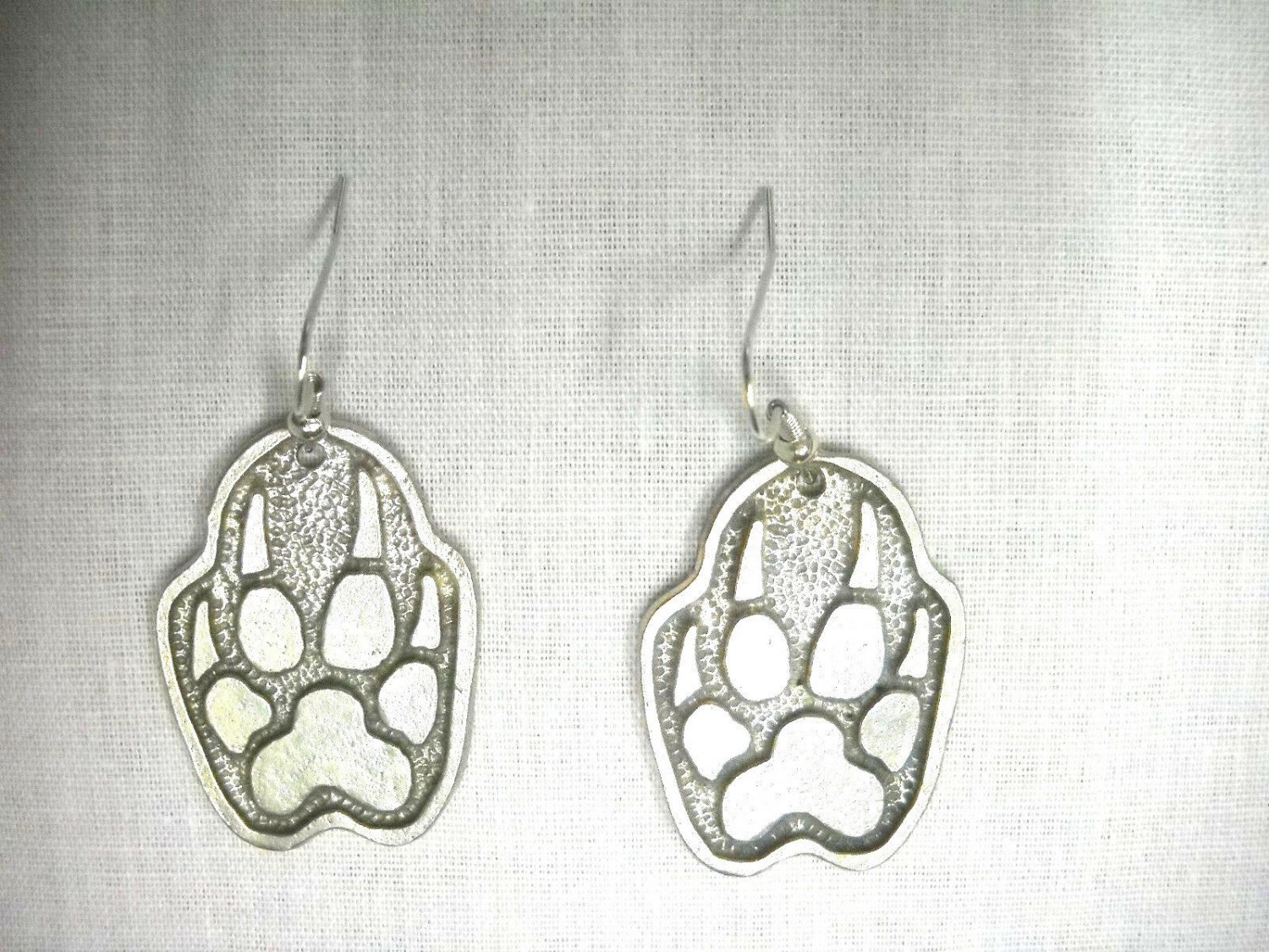 NEW PENDANT SIZE WOLF PAW CLAW TOTEM SPIRIT WOLVES USA PEWTER DANGLING EARRINGS