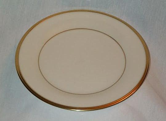 "LENOX ""ETERNAL"" BONE CHINA DINNER PLATE 10 3/4"" 24k GOLD TRIM EXCELLENT CONDITION FREE SHIPPING"