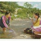 WASHING CLOTHES ~ KOREAN ORIGINAL COLOR POSTCARD UNUSED NEAR MINT 1979 VINTAGE # D4
