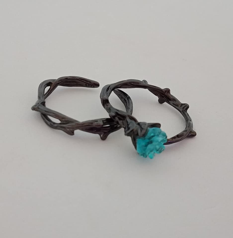 Black iron adjustable ring set with blue rose