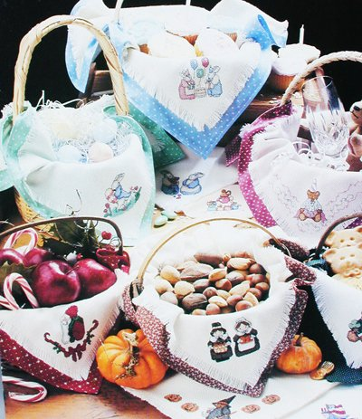 Cross stitch pattern Bread Cloths for Celebratons holidays Leisure Arts leaflet 728