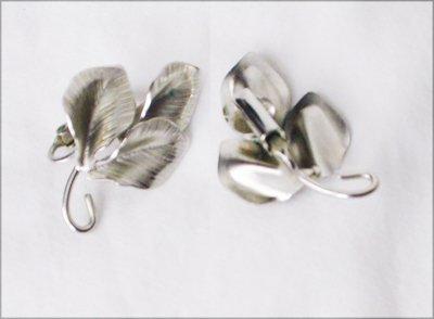 Tooled silver tone metal clip earrings 3 petals vintage jewelry