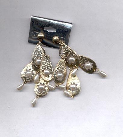 White and goldtone dangling pierced earrings (#8)