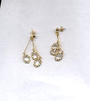 Avon Dangling Daisy Pierced earrings