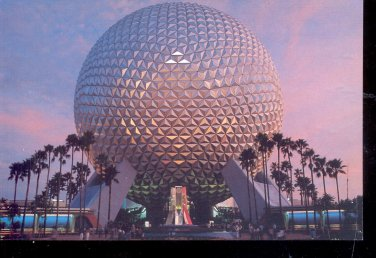 Spaceship Earth- Walt Disney Epcot Center- Disney- Postcard- (# 77)