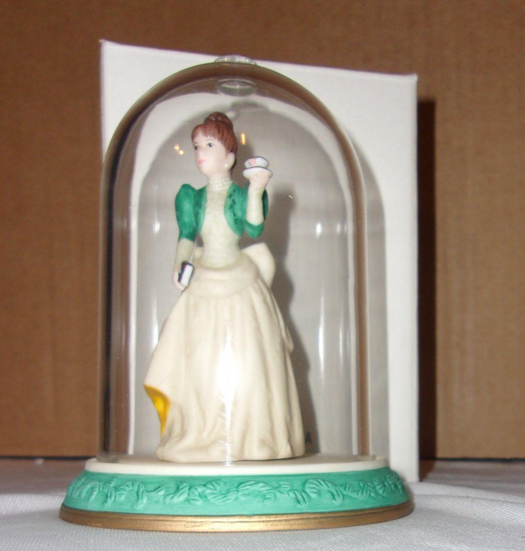 Avon 1995 mini  Mrs.  P.F.E. Albee Figurine