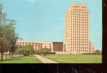 Sate Capitol Building Bismarck, North Dakota     Postcard (#554)