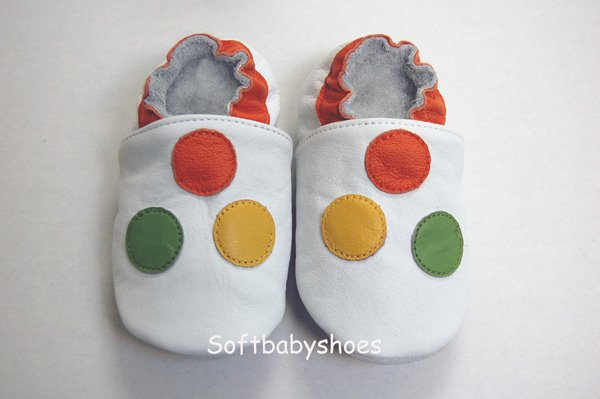 BRAND NEW Cute 3 dot soft soled leather baby shoes