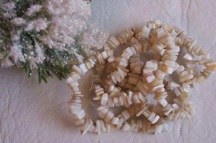 """MOTHER OF PEARL Chips 6-10 mm 36"""""""