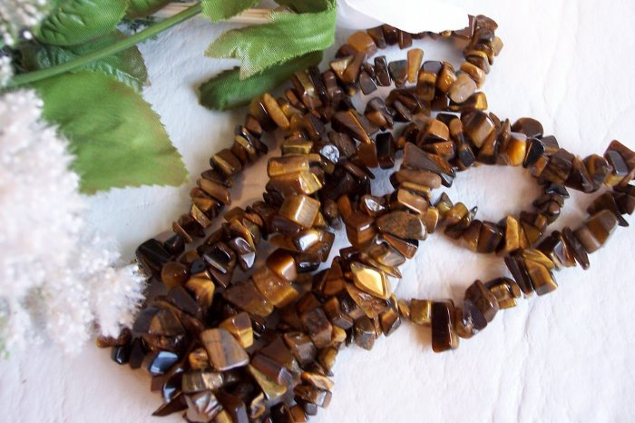 "TIGER EYE Chips 5-10 mm 35"" STRAND"