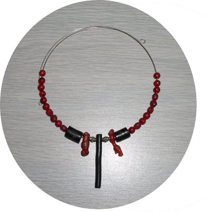 RED & BLACK CORAL CHOKER ON MEMORY WIRE CMW23024