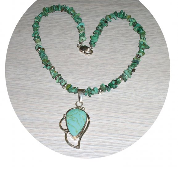 TURQUOISE CHIPS & PENDENT WITH STERLING TN147056