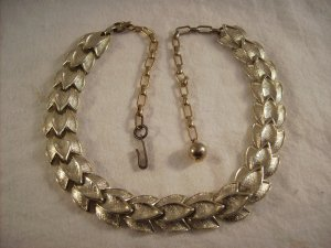Vintage gold tone choker necklace leaf design unsigned