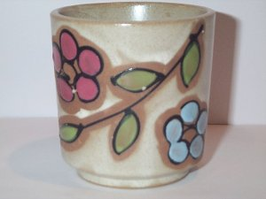 ASIAN TEA CUP Japan beige speckled stoneware w/ hand painted floral motiff