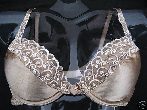 NEW VICTORIA SECRET PUSH UP MIRACLE CLEAVAGE  BRA 36A