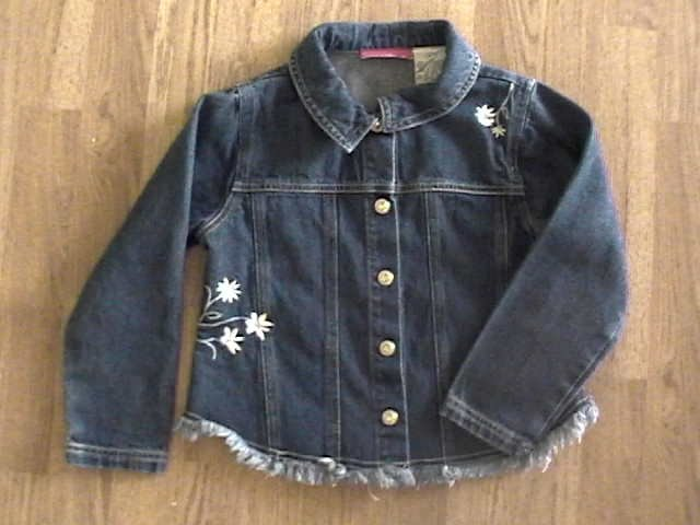 ADORABLE GIRLS SIZE 6 EMBROIDERED DENIM JACKET