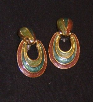 Bold but Light Pair of Molded Enamel Look Earrings Clip On Free Ship