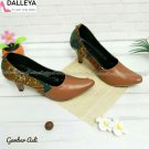 Women's batik shoes