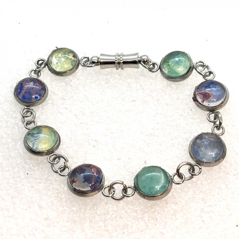 Bracelet 6-8mm links multiple colors magnetic closure