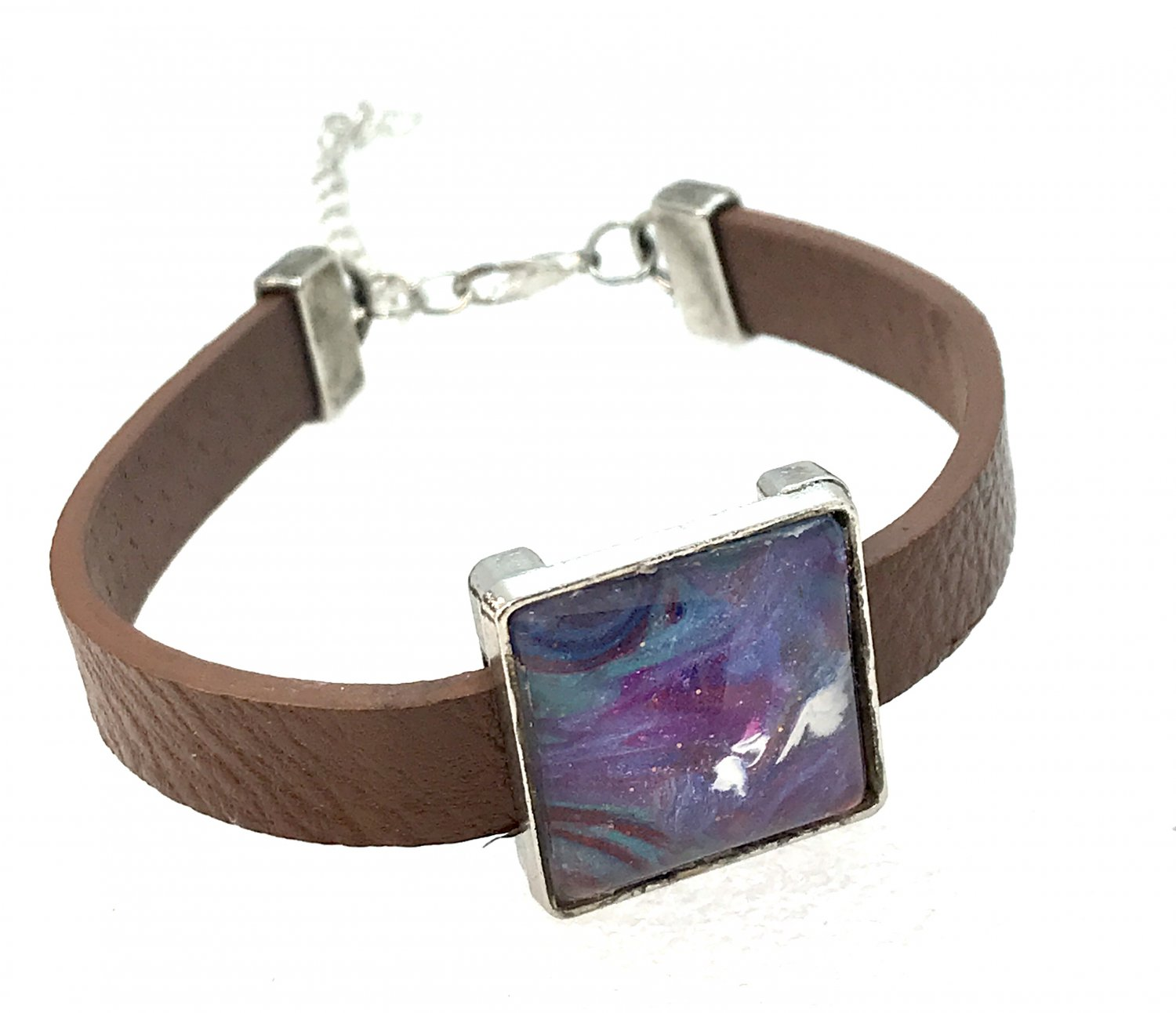 Bracelet leather with handmade square dome